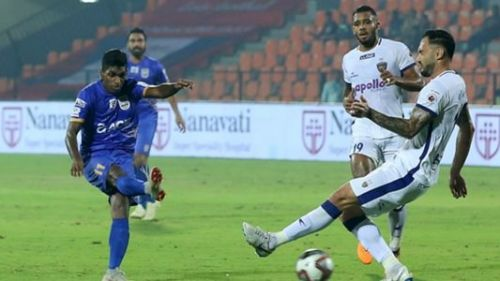 Raynier Fernandes (L) wants to win the ISL crown for Mumbai this season