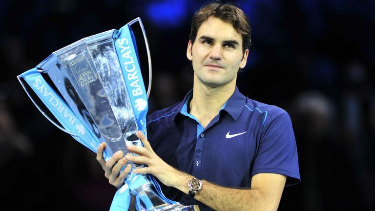 Roger Federer lifts his record-6th ATP Finals title in 2011