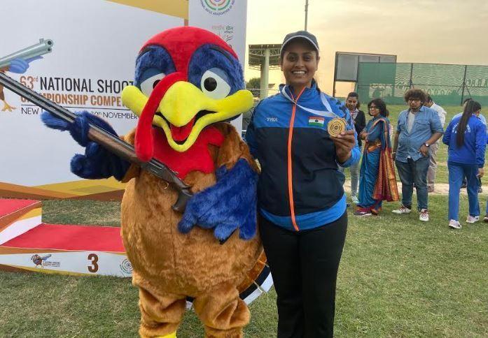 Shreyasi Singh poses with her medal