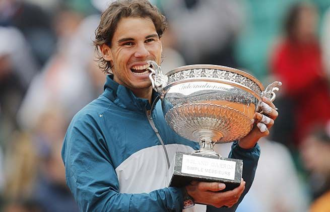 Nadal celebrates his 8th French Open title in 2013