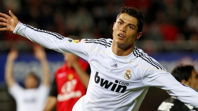 Ronaldo exults after scoring his 1st Liga hat-trick against Mallorca in 2009-10