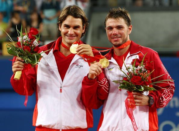Federer and Wawrinka posing with their doubles gold medals at the 2008 Beijing Olympics