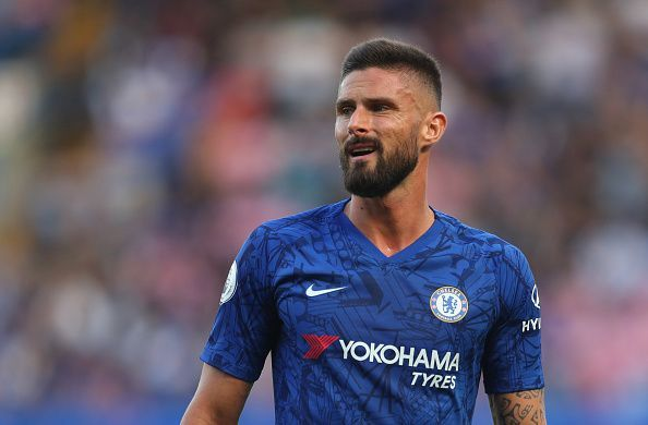 Olivier Giroud playing against Leicester City in the Premier League