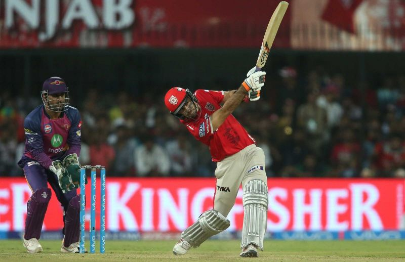 Glenn Maxwell shows off his power against Rising Pune Supergiant