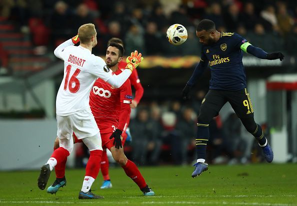 Alexandre Lacazette rises to head the ball