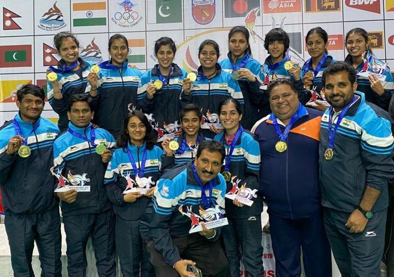 गोल्ड मेडल जीतने के बाद भारतीय महिला बैडमिंटन टीम