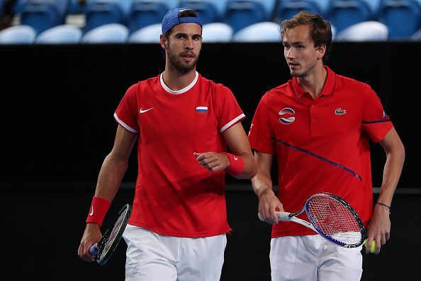 Both Karen Khachanov (L) and Daniil Medvedev are undefeated in the tournament so far.