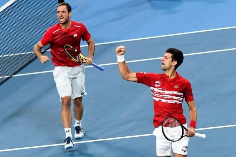 Viktor Troicki (left) rejoices with teammate Novak Djokovic after beating Spain in the final