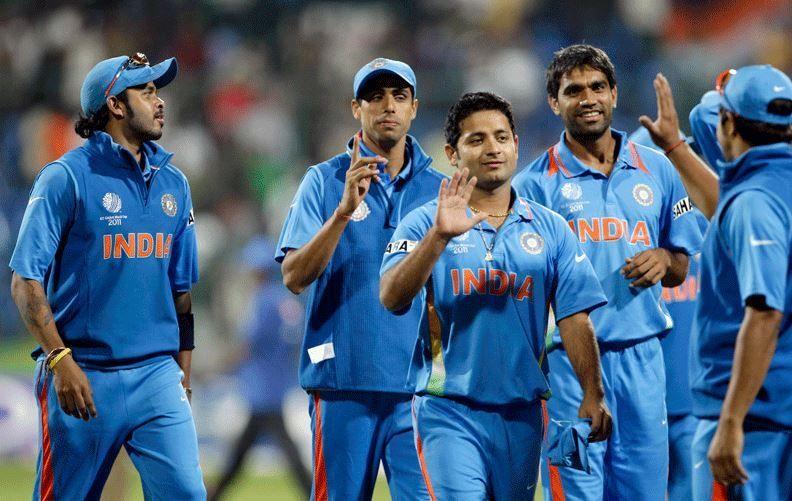 टीम के साथी खिलाड़ियों के साथ श्रीसंत और मुनाफ पटेल