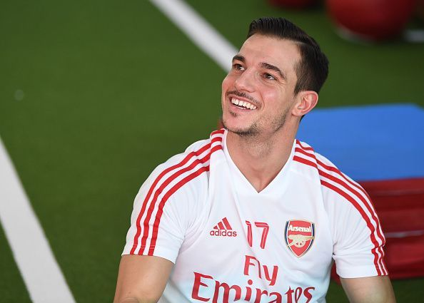 Arsenal have signed Cedric Soares from Southampton on loan until the end of the season.