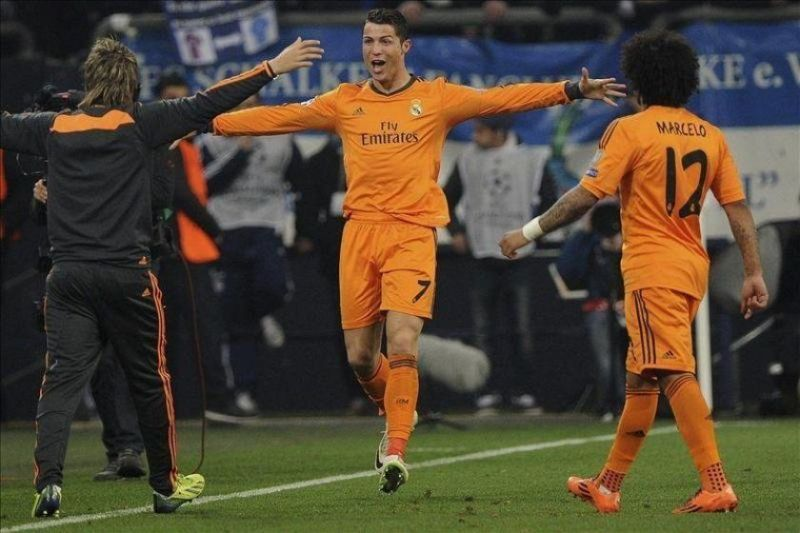 Ronaldo exults after scoring against Schalke in the 2013-14 UCL Round of 16 first leg