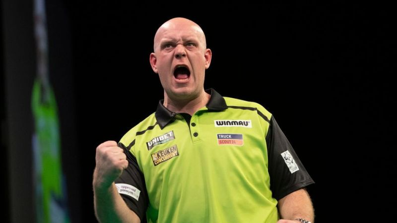 Michael van Gerwen seems to finally be getting used to his new darts.