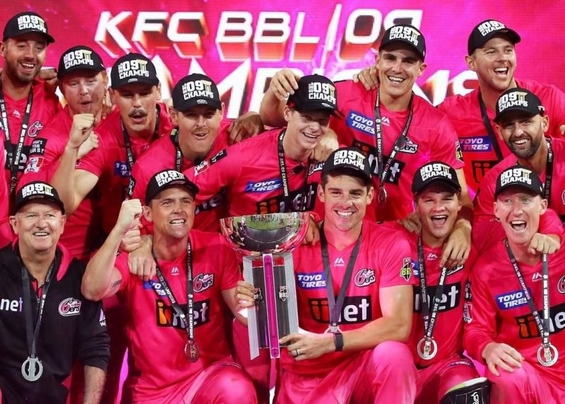 Skipper Moises Henriques posing with the BBL trophy after Sydney Sixers won BBL 2019-20.