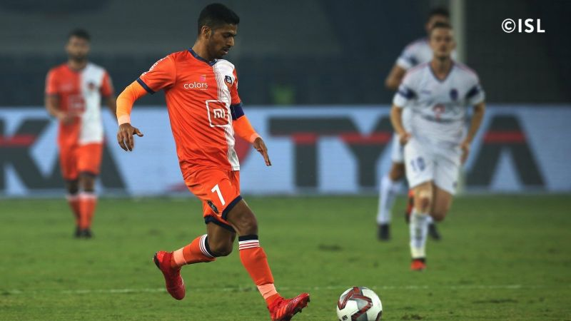 Mandar Rao Dessai playing against Delhi Dynamos last season (Photo: Indian Super League)