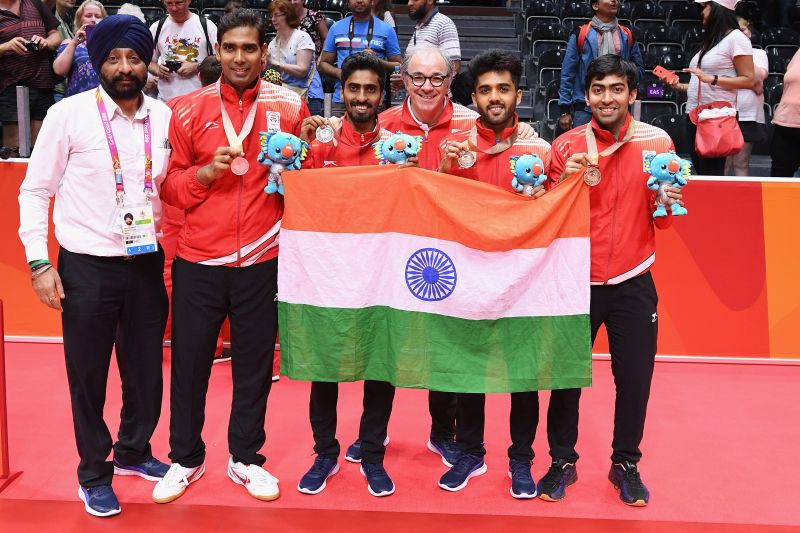 Harmeet Desai (R) with his 2018 Commonwealth games gold medal in team