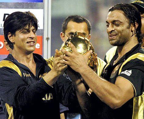 Akhtar with Shah Rukh Khan