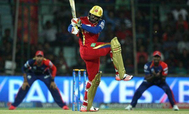 दिल्ली डेयरडेविल्स के खिलाफ शानदार पारी खेलते क्रिस गेल