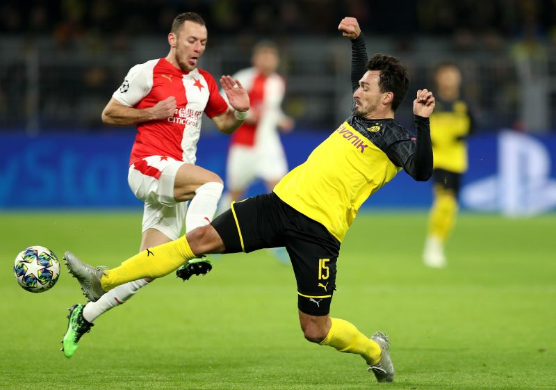 Mats Hummels is experienced and controls teh defensive line