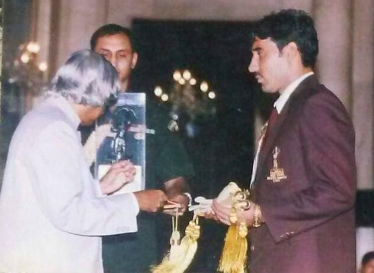 Sanjeev Baliyan getting conferred with the Arjuna Award from Dr. APJ Abdul Kalam.
