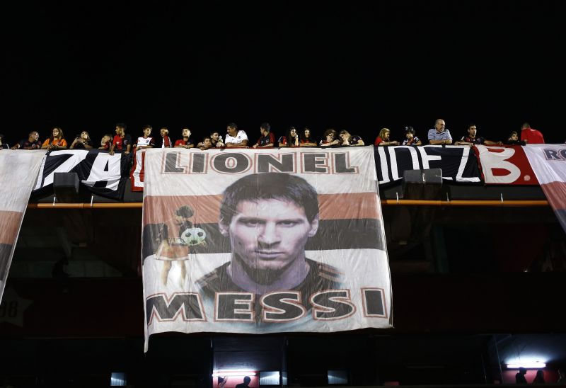 Messi is celebrated on the terraces of Newell