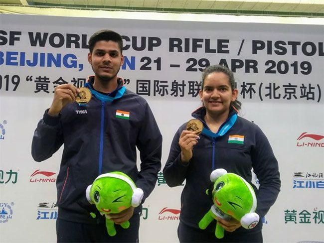 Divyansh Singh Panwar (L) and Anjum Moudgil (R) have won 2 World Cup gold medals in 2019 in the mixed team event. (Courtesy: Times of India)