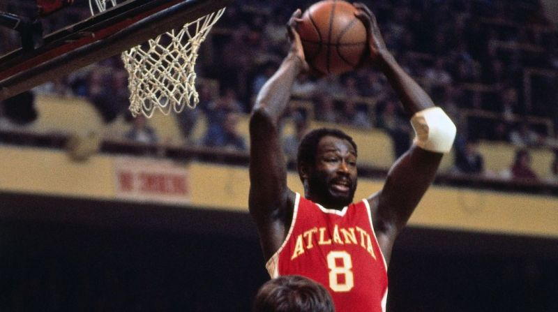 Walt Bellamy in action for the Hawks