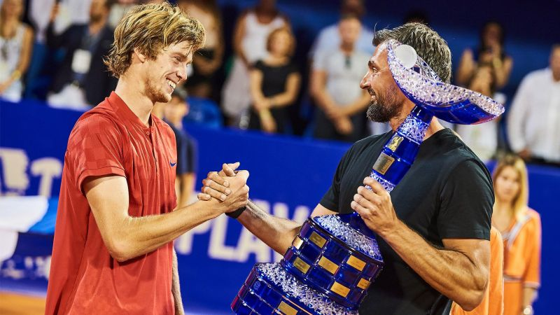 Andrey Rublev (left) receives the 2017 Umag title from Goran Ivanisevic.