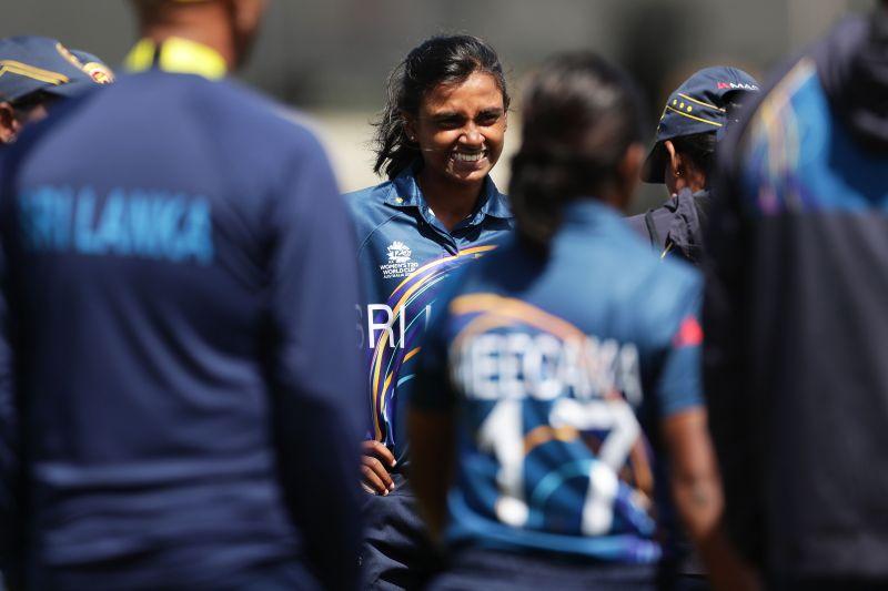 Shashikala Siriwardene bagged 4/16 in her farewell game as Sri Lanka beat Bangladesh by 9 wickets