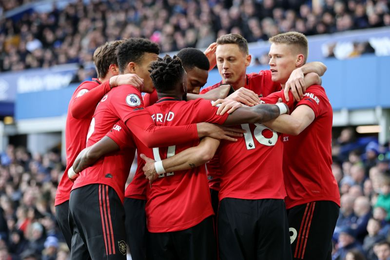 Manchester United players celebrate with Fernandes after his assist.