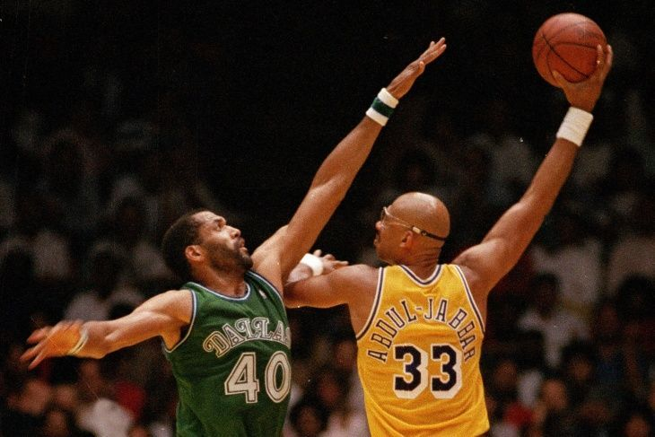 The skyhook by Kareem Abdul-Jabbar was an unstoppable move