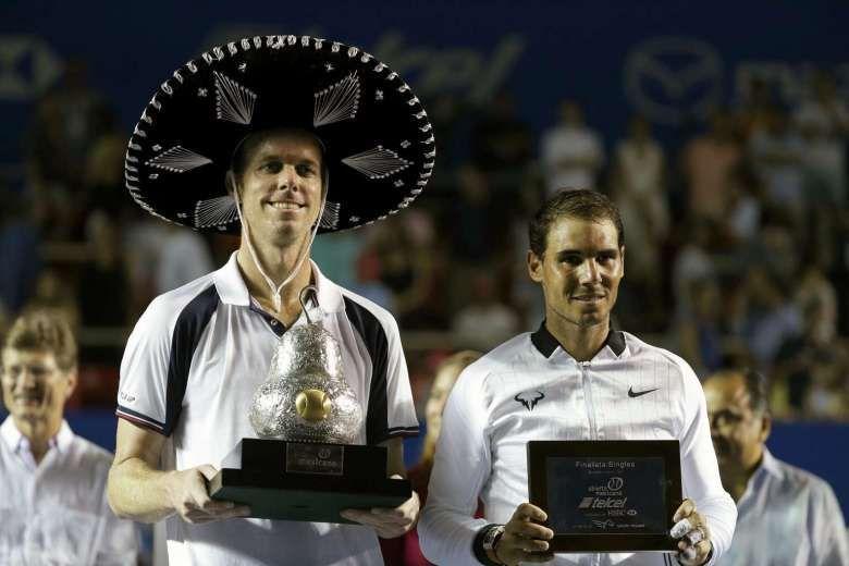 Sam Querrey (left) beat Nadal in the 2017 Acapulco final.