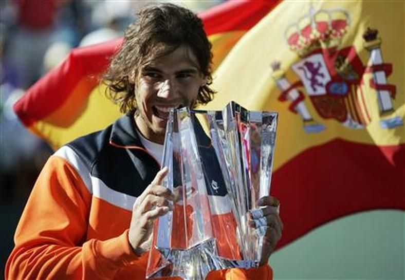 Nadal lifts his second Indian Wells title in 2009.