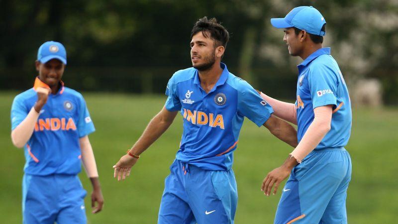 Ravi Bishnoi celebrating a wicket with his teammates