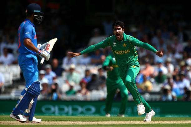 Kohli walks back after being dismissed by Mohammad Amir in the 2017 Champions Trophy final