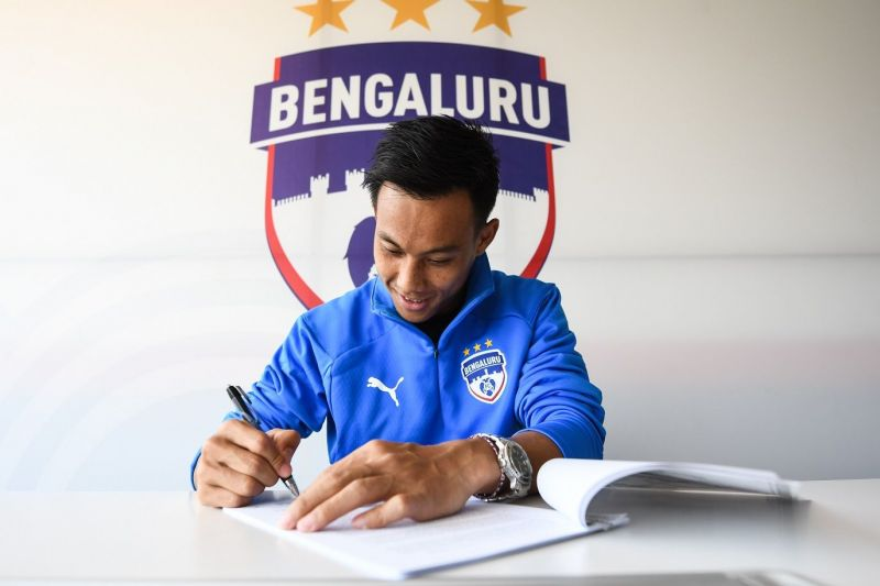 Udanta Singh signs the new contract