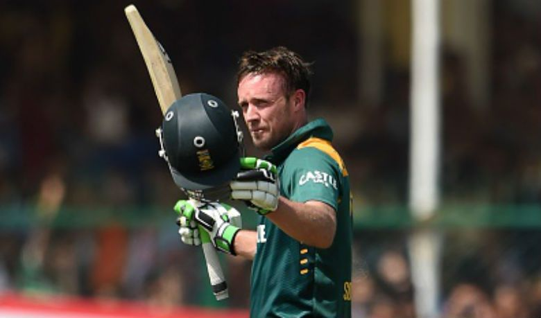 AB de Villiers takes the plaudits after scoring his hundred