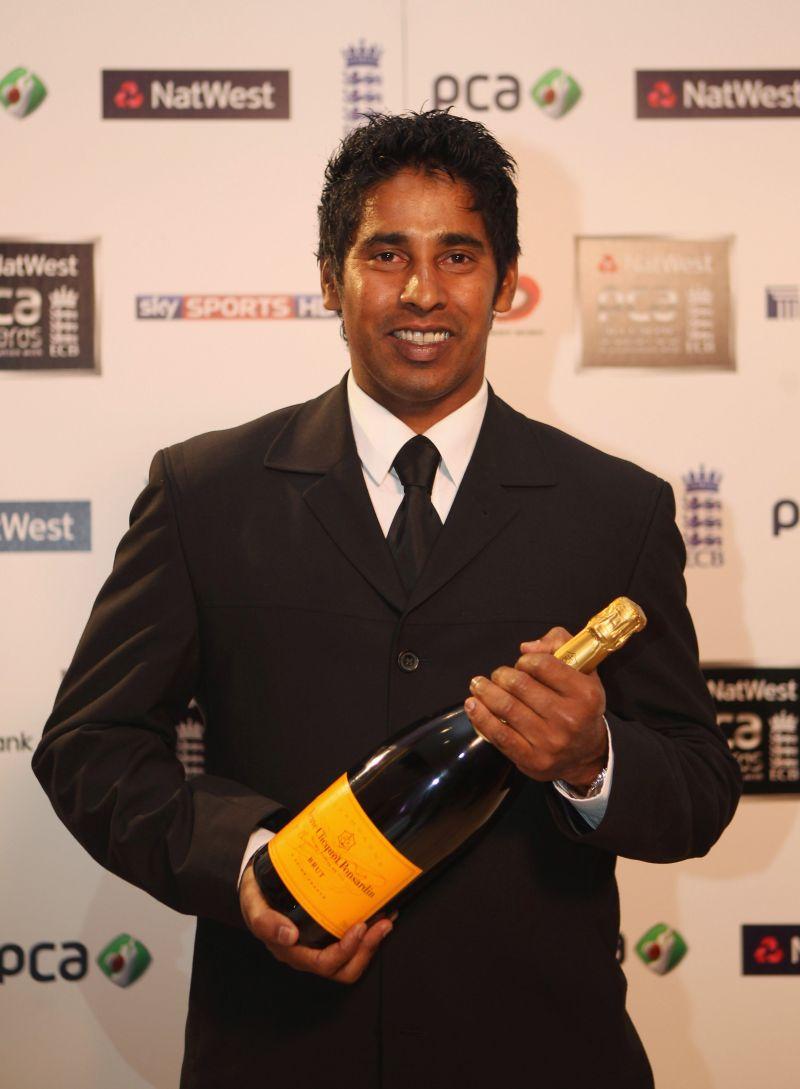 Chaminda Vaas opens the bowling for Sri Lanka Legends