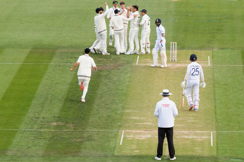 Pujara asking Kohli to consider reviewing the Umpire