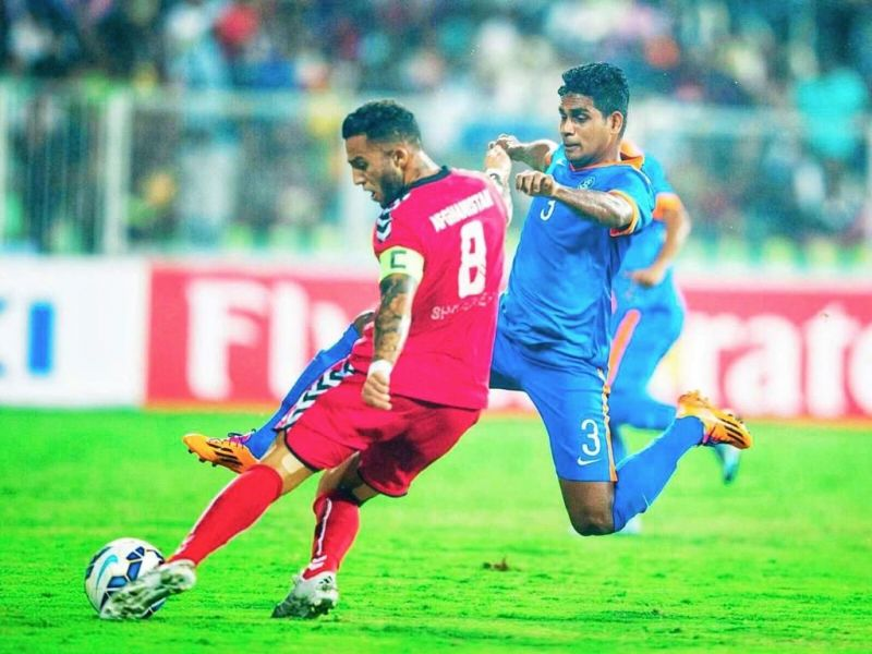 Augustin Fernandes (R) in action during the 2015 SAFF Cup final against Afghanistan