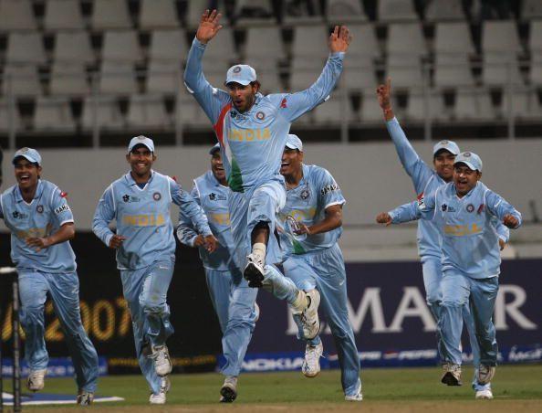 पाकिस्तान को लीग स्टेज में बॉल आउट से हराने के बाद जश्न मनाती भारतीय टीम