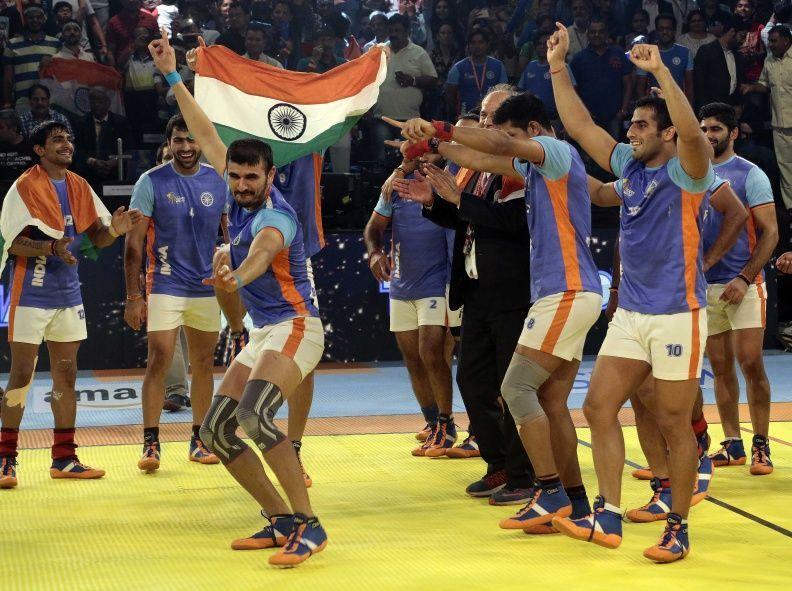 2016 कबड्डी वर्ल्ड कप जीतने के बाद सेलिब्रेट करते हुए भारतीय खिलाड़ी