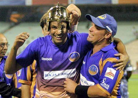 यूसुफ पठान अपने साथी खिलाड़ियों के साथ