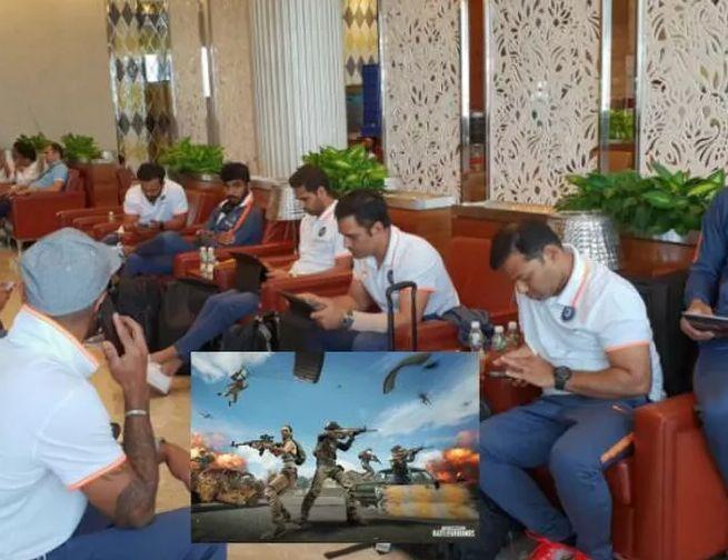 केदार जाधव साथी खिलाड़ियों के साथ PUBG खेलते हुए