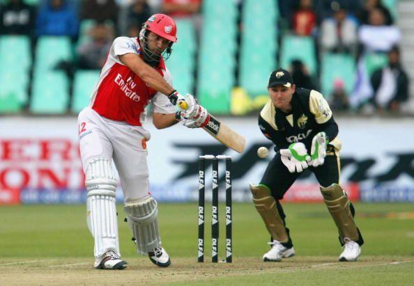 युवराज सिंह ने 2008 और 2009 में किंग्स XI पंजाब की कप्तानी की और पहले सीजन में वो टीम को सेमीफाइनल तक लेकर गए थे।