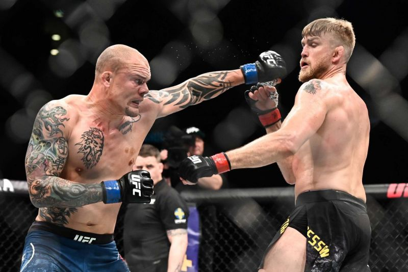 Anthony Smith upset Alexander Gustafsson in his last Octagon outing