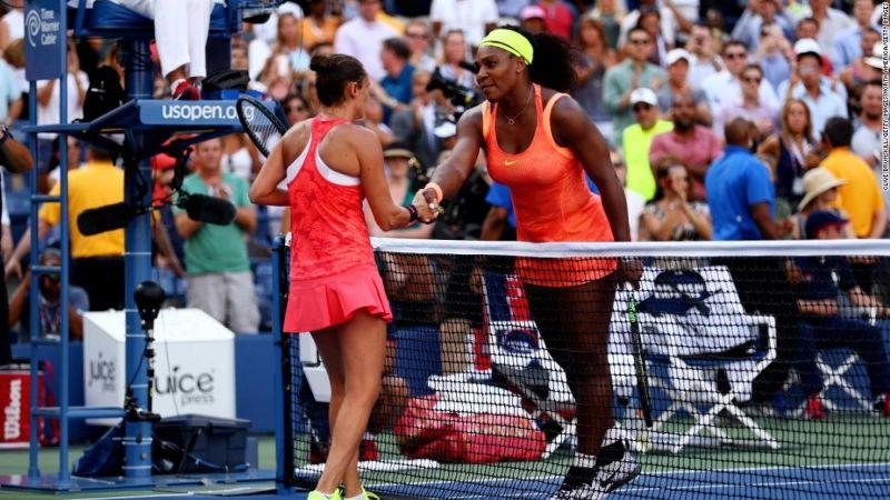 Serena Williams congratulates Roberta Vinci after their 2015 US Open semifinal