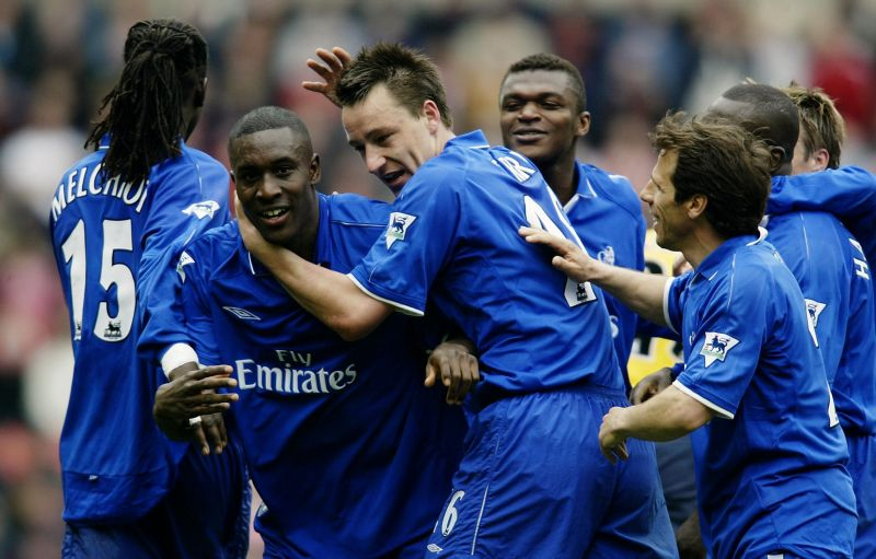 Carlton Cole celebrates with John Terry and other Chelsea teammates