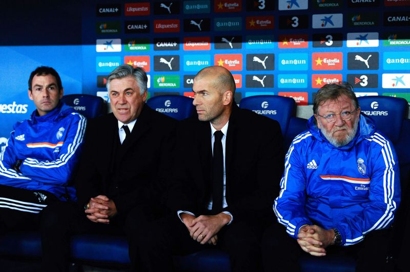 Ancelotti with his assistant Zidane in a game against Espanyol