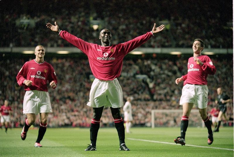 Andrew Cole playing for Manchester United in the Premier League.