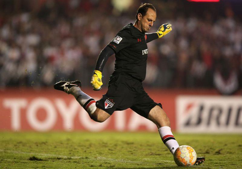 Sao Paulo v Cruzeiro - Copa Bridgestone Libertadores 2015 Round of 16